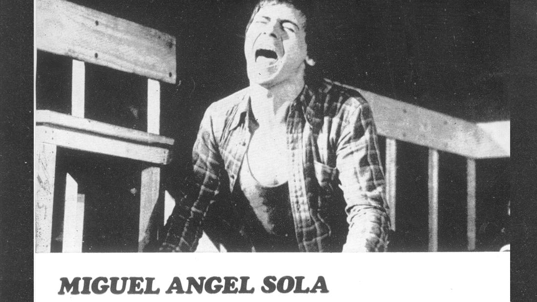 Miguel Angel Sola en Equus - Teatro El Nacional